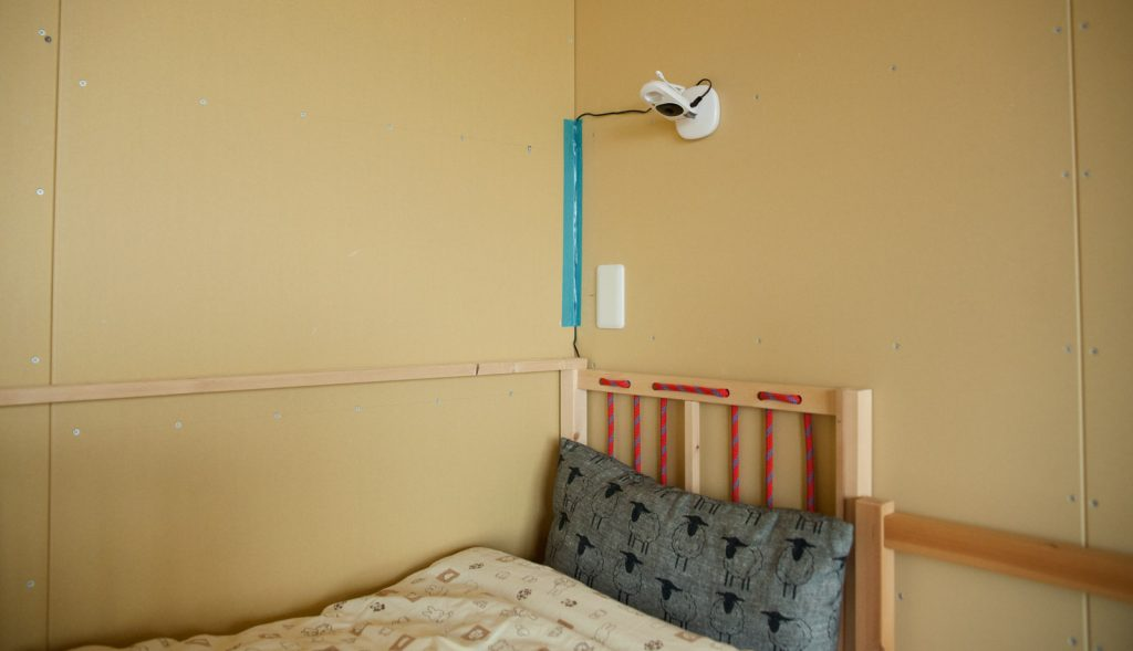 ベビーモニター  カメラ 日本育児 デジタルカラースマートビデオモニター2 取り付け 設置 高さ どのくらい レビュー ブログ 戸建て